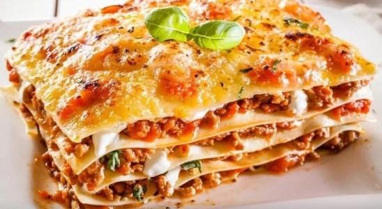 Lasagna de carne y espinacas con queso