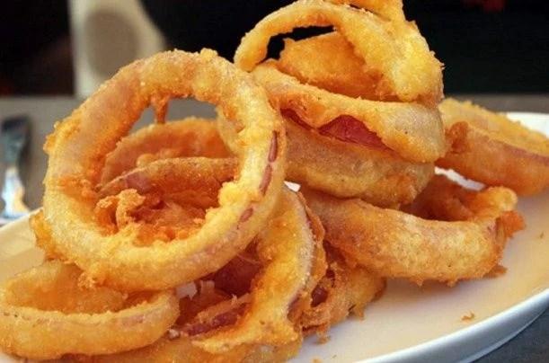 aros de cebolla fritos crocantes