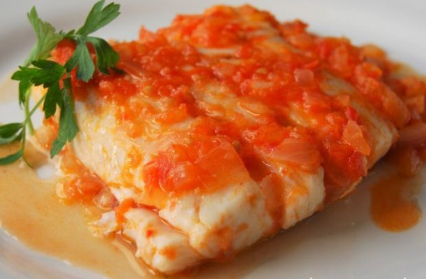 Filet de merluza en salsa de tomate