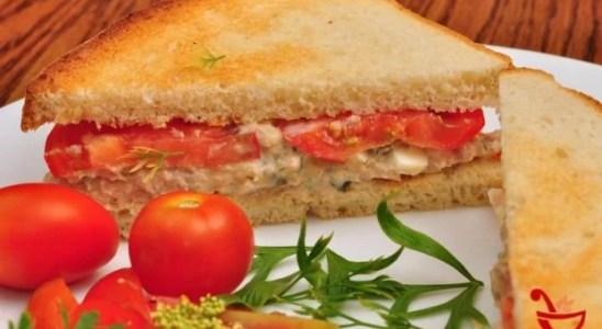 Sandwich de atun mayonesa y tomate