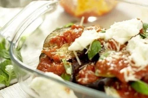 Cazuela de berenjenas italianas con parmesano y mozzarella