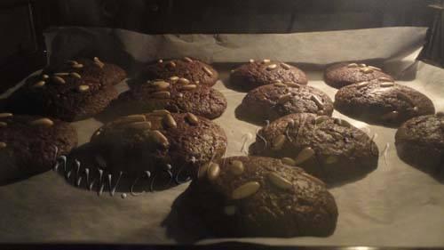 Cookies de algarrobas y piñones: hornealas a 170ºC durante 10-15 minutos