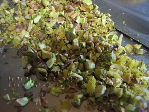 Trucha arcoíris con pistachos: tritura los pistachos