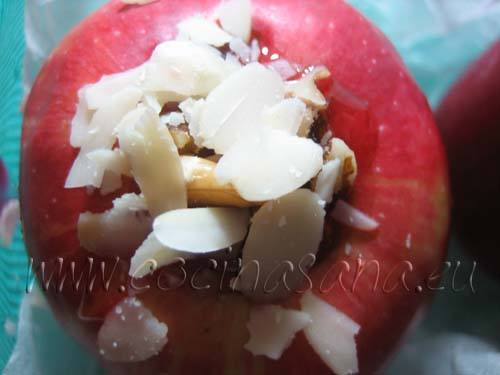 Manzanas al horno con marmelada y frutos secos: rellena con marmelada y frutos secos