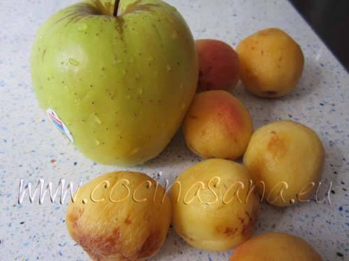 Lava la fruta, sin pelarla