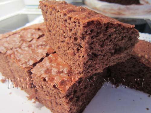 """Para comprobar que la tarta esté hecha, utiliza la """"prueba del palillo"""""""