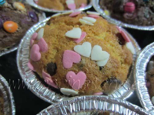 Magdalenas caseras con decoración de corazones