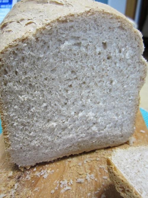 El pan de centeno de hoy es un pan bastante compacto que resulta ideal para emparedados ya que resiste bien y aporta mucho sabor.
