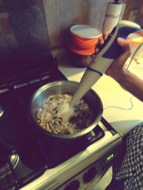 Trituta tu mezcla, con un brazo de cocina o licuadora