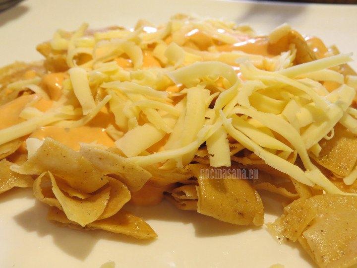 Añadir el queso y gratinar en horno u horno de microondas.