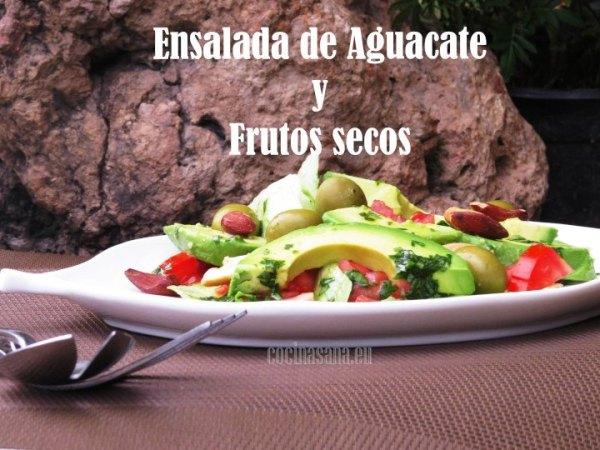Ensalada de aguacate con frutos secos