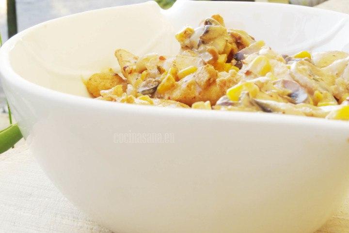 Pollo al Chipotle preparado con champiñones y maíz amarillo.