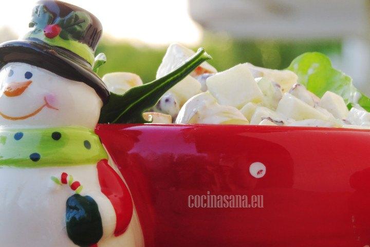 Ensalada de Manzana y uvas estilo waldorf perfecta para épocas decembrinas