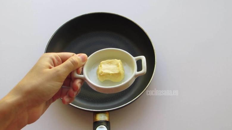 Agregar la Mantequilla a la sartén caliente para comenzar a elaborar la salsa