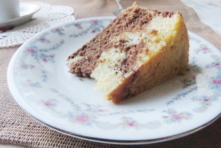 Pastel marmoleado suave y esponjoso perfecto para un delicioso pastel de cumpleaños
