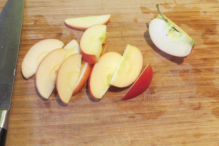 Rebanar las Manzanas en gajos regulares puedes retirar la piel