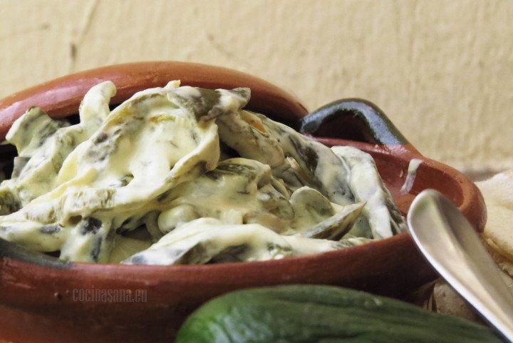 Rajas de Poblano con Crema y cebolla