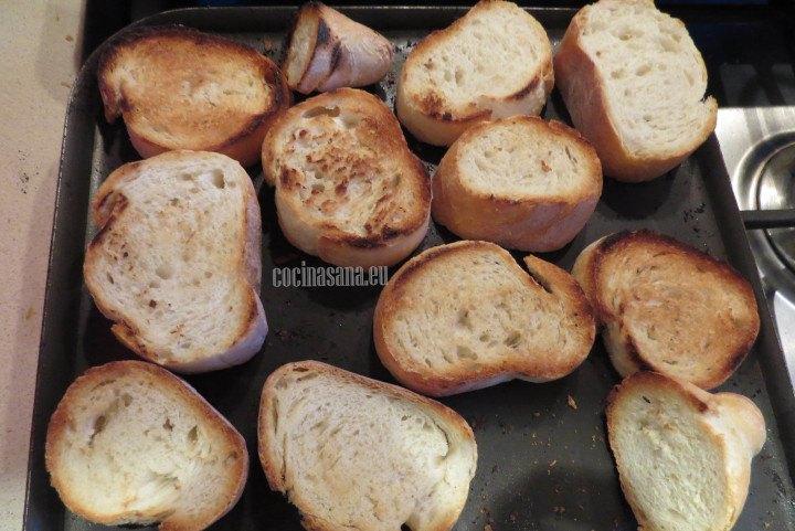 Se tuesta el pan hasta que quede crujiente