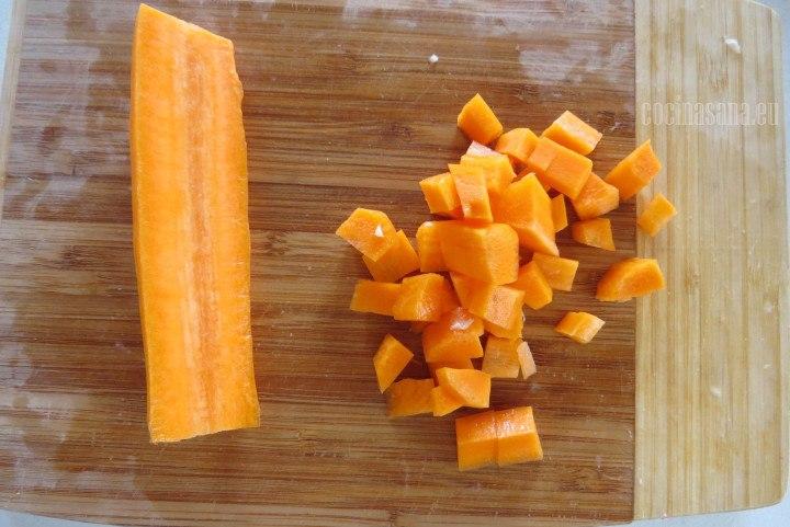 Cortar la Zanahoria en cubos o dados medianos
