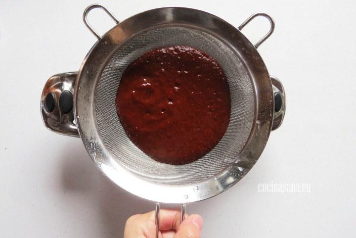 Colar el Adobo o salsa de chiles para que quede mucho más suave y tersa.