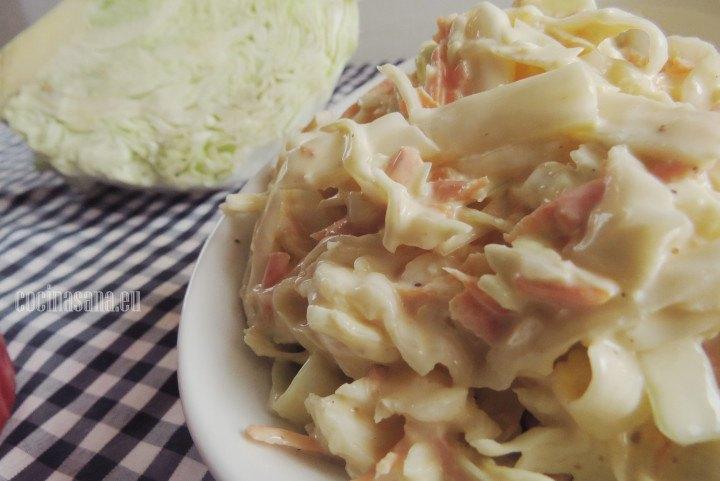 Ensalada de Col blanca con mayonesa y zanahoria, especiada con un poco e comino