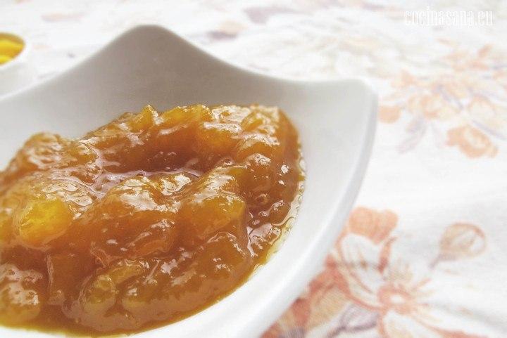 Mermelada de mango con azúcar, un dulce delicioso y muy fácil de preparar en casa, sobre todo ideal para temporada de verano.