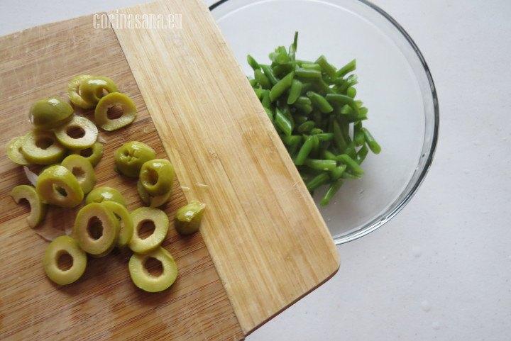 Añadir las Aceitunas y mezclar muy bien con los ejotes que cocinamos previamente y que cortamos en diagonal