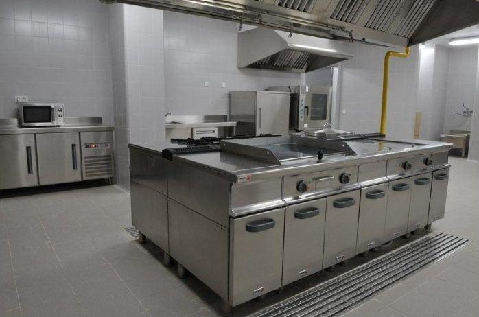 Cocina industrial en isla  Remolques Tarragona