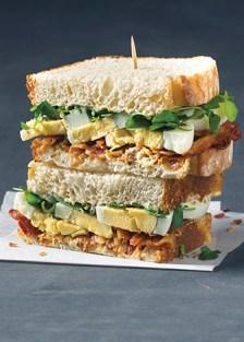 sándwich de huevo y tocino