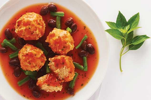 Albndigas de pollo con salsa roja y epazote  Cocina Vital