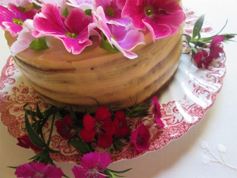 Torta de cumpleaños: de ananá con crema de coco