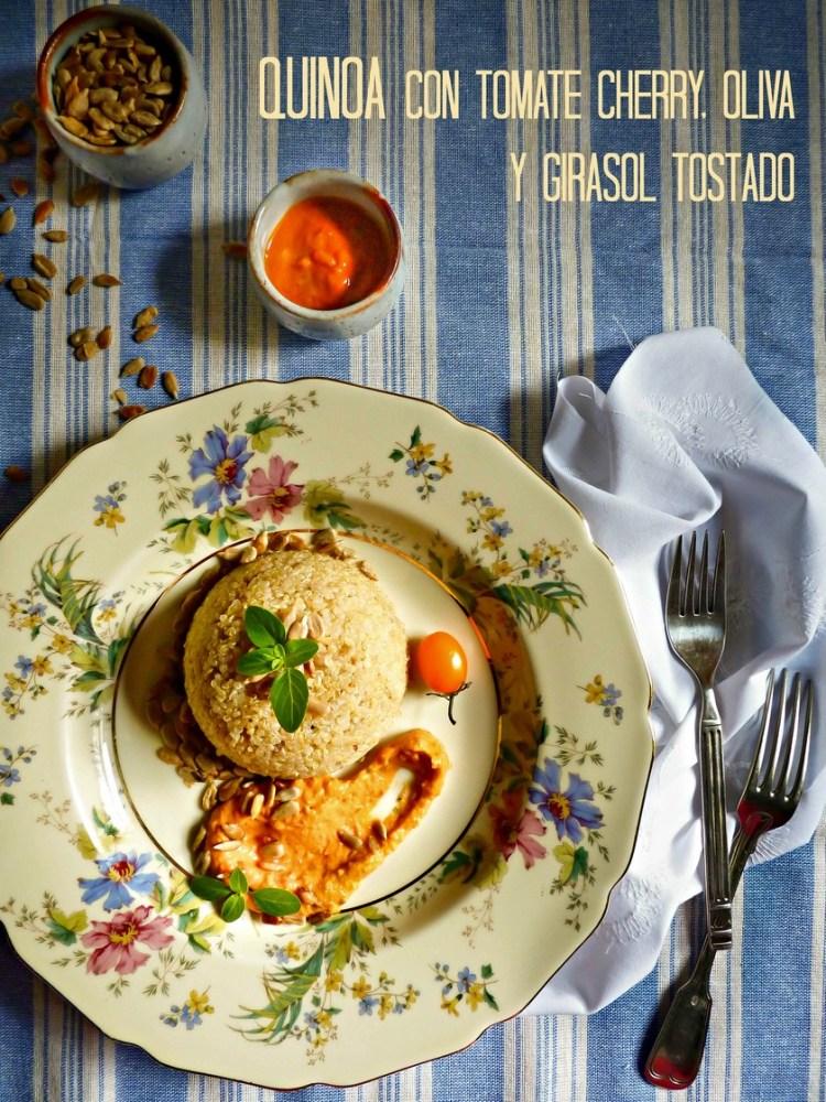 Quinoa con tomate cherry, oliva y girasol tostado