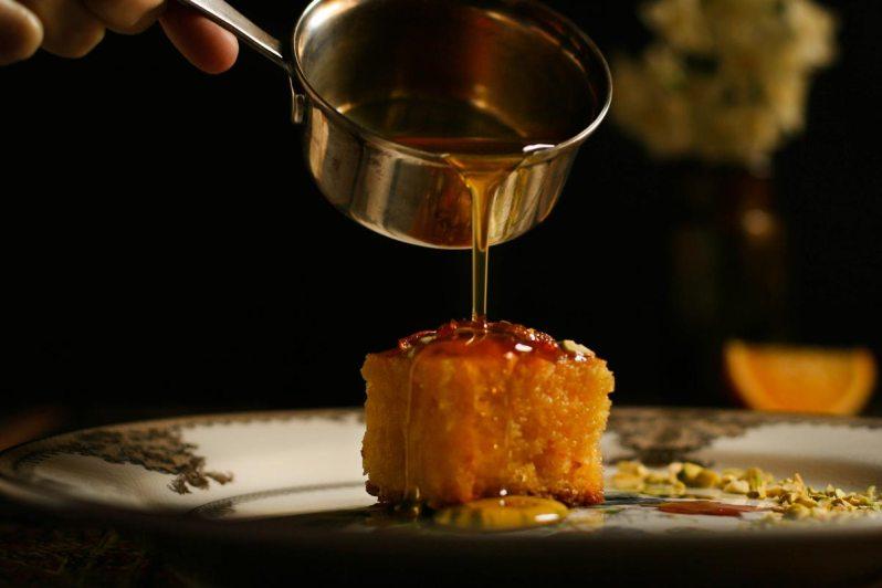 BASBOUSA: torta húmeda + almíbar de naranjas. Gluten free!
