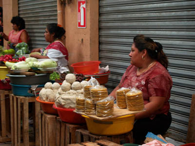 vendeuse de masa et tostadas à Merida © cocineraloca.fr