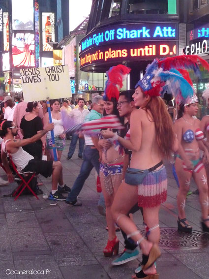 Times Square loves Jesus Christ and naked girls ©cocineraloca.fr