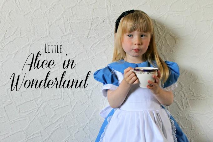 Little Alice in Wonderland Cosplay Text blog