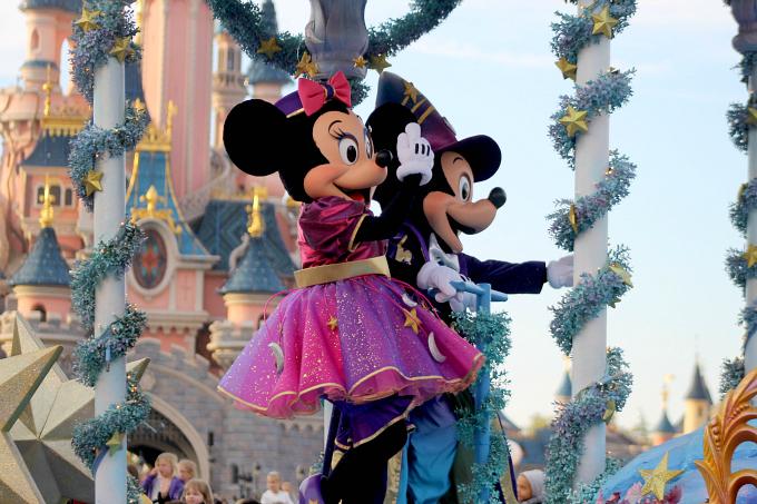 Cocktails in Teacups Disney Life Parenting Travel Blog Disneyland Paris Disney Magic on Parade Minnie and Mickey