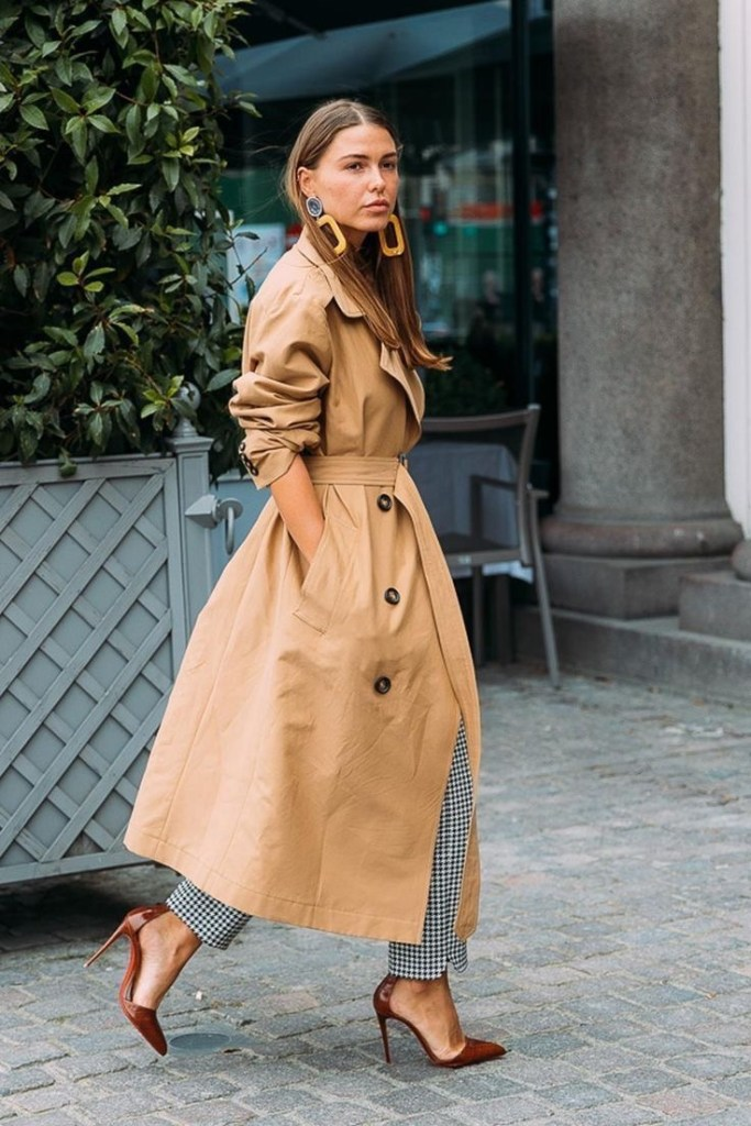 San Francisco style blogger Amber Richele of The Cocoa Butter Diaries shares five reasons why you should own a trench coat