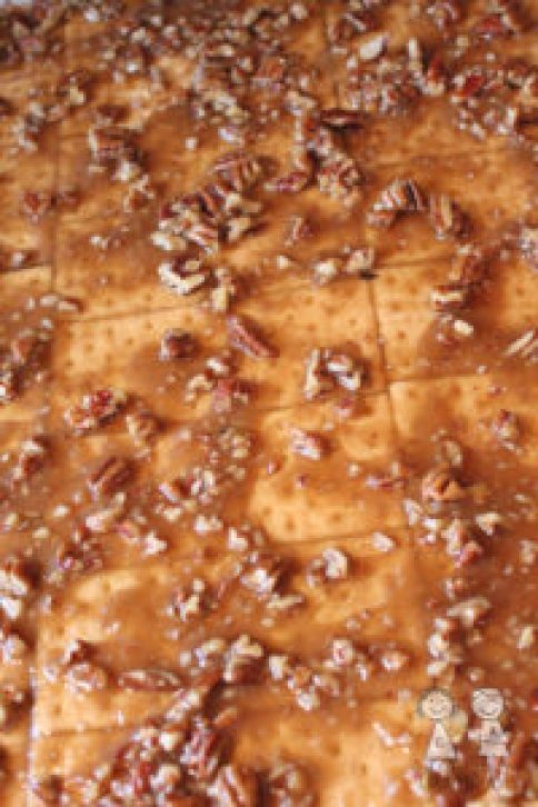 Toffee Graham Crack, graham cracker bars, toffee graham bars, pecan graham crackers, caramel graham crack, coco and ash, dessert, easy dessert recipe, holiday dessert