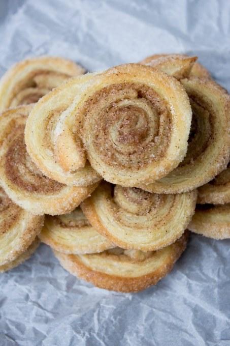 pumpkin spice pinwheels, pumpkin spice, pumpkin spice dessert, cinnamon, puff pastry, easy dessert, dessert recipe, pumpkin spice recipe,