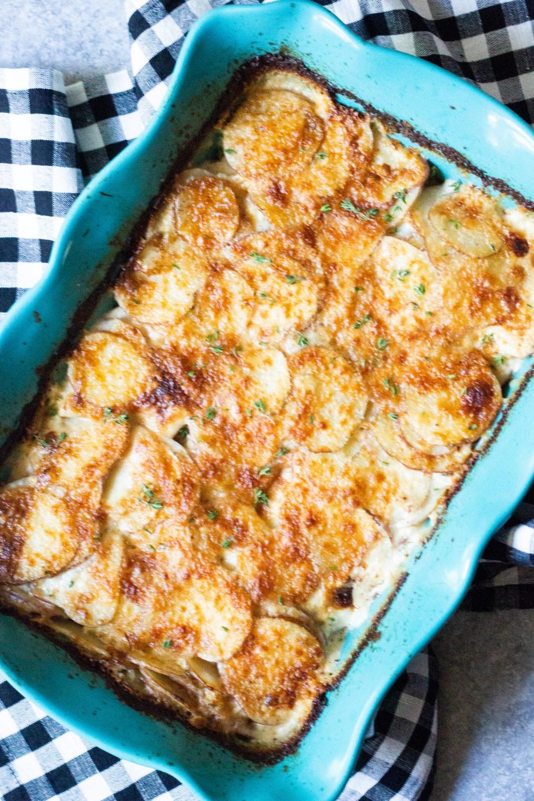 potatoes au gratin, au gratin potatoes, scalloped potatoes, potatoes, side dish, easy side dish, potatoes au gratin recipe, coco and ash
