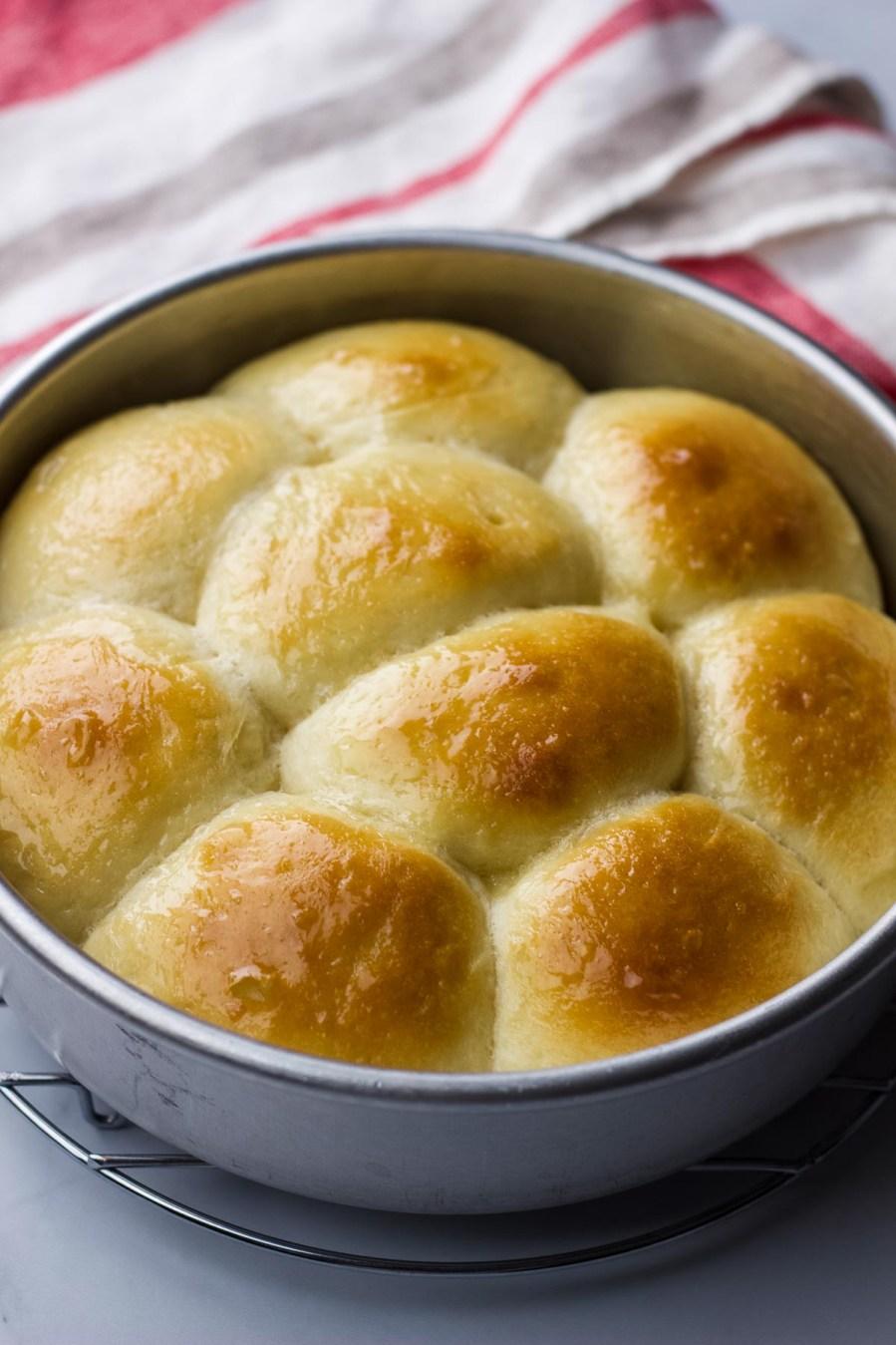 pull apart dinner rolls, dinner rolls, easy dinner rolls, yeast rolls