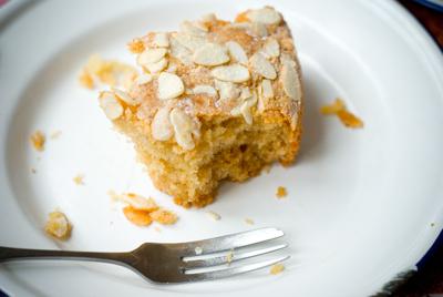 www.cocoandme.com - Coco&Me - Coco & Me - Honey buzz buzz cake - recipe step by step process