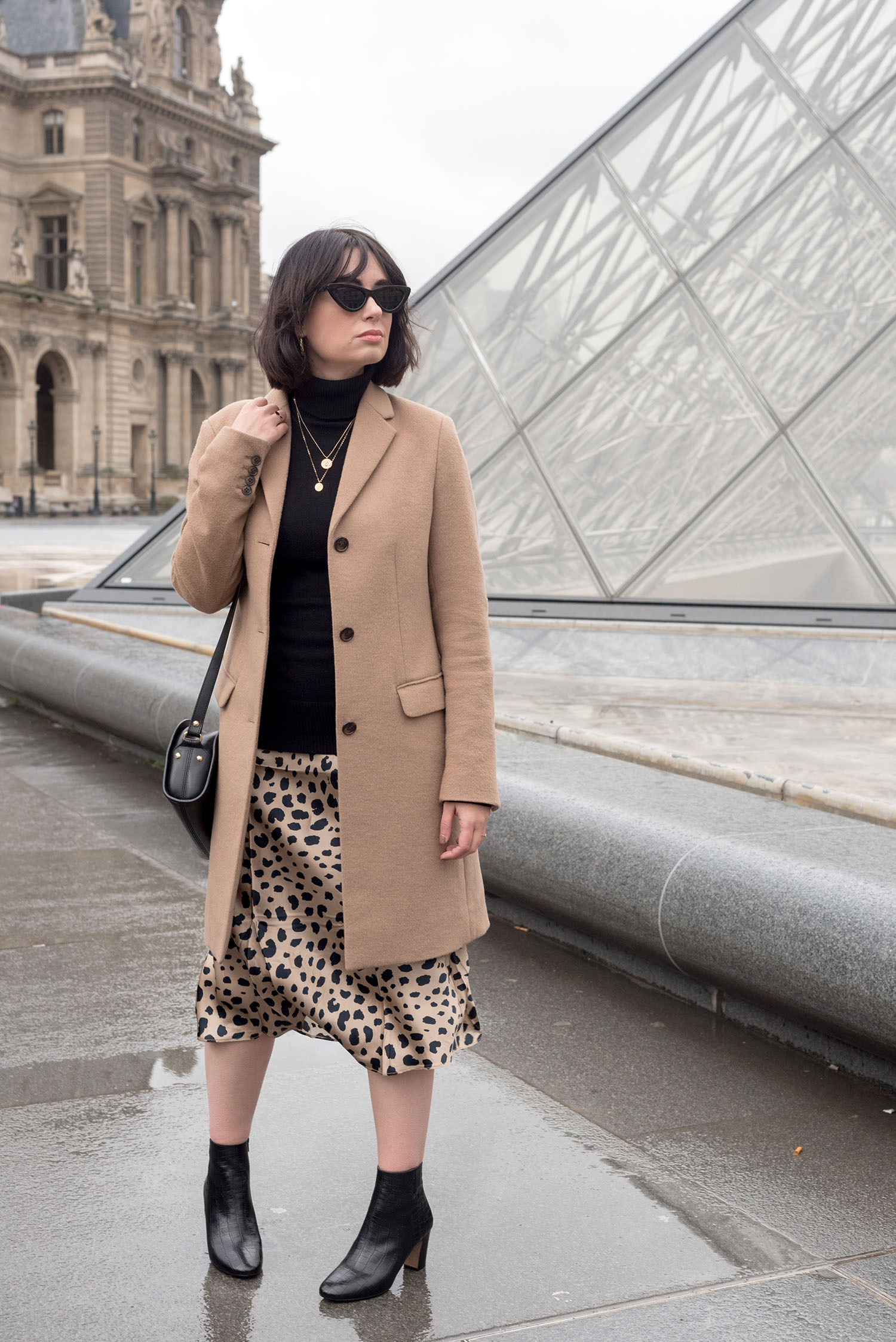 1505fe5a98f Top Canadian fashion blogger Cee Fardoe of Coco   Vera stands outside the  Louvre museum in