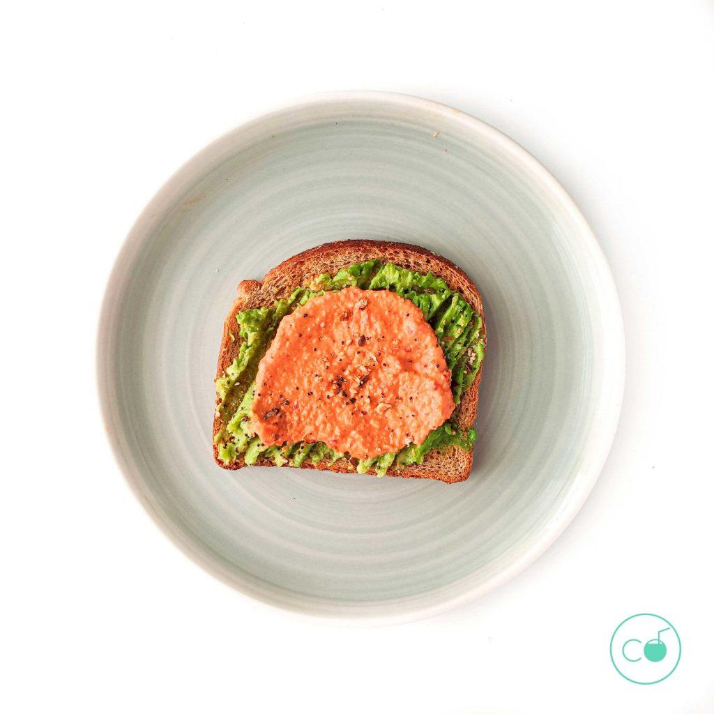 tostada de queso vegano