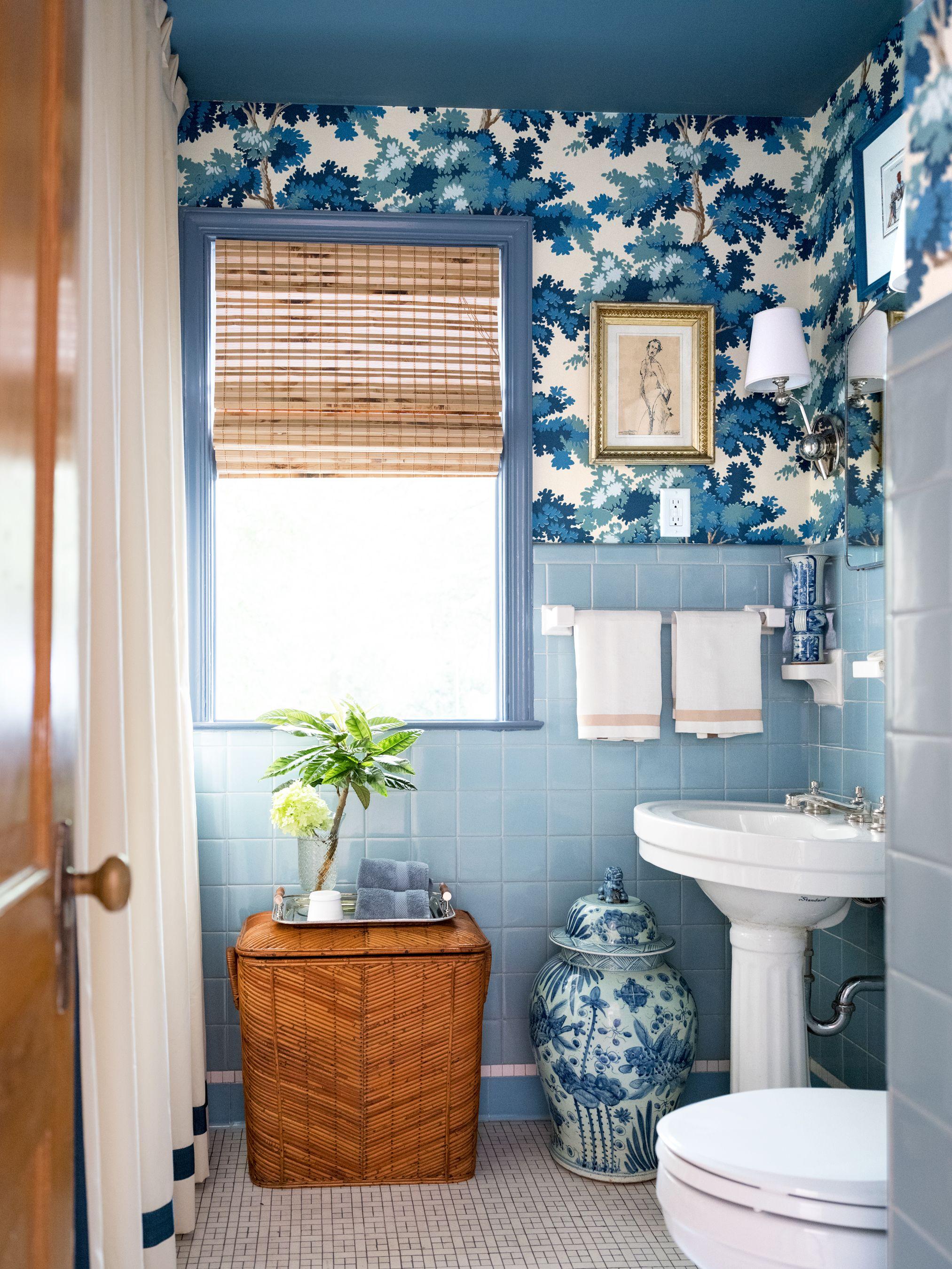salle de bain bleue papier peint