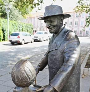 Monument to Zemach Shabad Vilnius