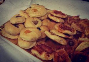 pizzette e focaccine per la colazione salata del pinguino