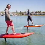 Avenir des loisirs nautiques : le jetfoiler. Un surf électrique à foil