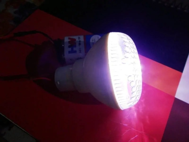 White Led Voltage Booster Uses 555 Timer Ic Energy Content From